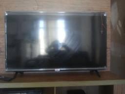 Vendo tv com a tela trincada porem funcionando R$ 200