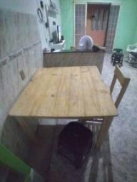 Título do anúncio: Mesa com 4 cadeiras.