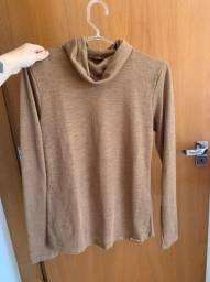Camisa marrom com gola