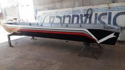 Barco com motor e carretinha - 2015