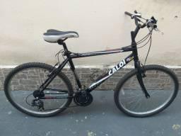 Bicicleta Caloi Aluminum com peças Shimano.