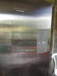 Vendo geladeira Brastemp inverce 573 litros leia a discriçao
