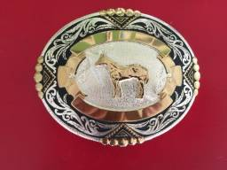Título do anúncio: Fivelas de Prata e Gravata de couro e bronze Country
