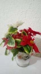 Título do anúncio: Flores artificiais com jarro de vidro excelente!