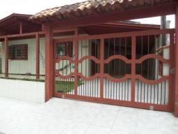 Casa em Torres sozinha no patio