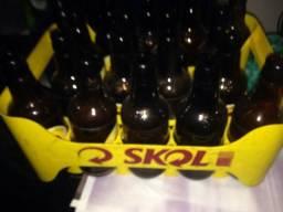 Caixas e garrafas gorduchinha Skol