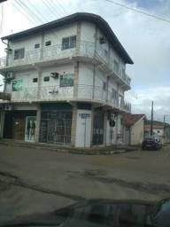 Prédio comercial e residencial com 6 apartamentos