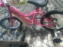 Vendo uma bicicleta semi nova falta só encher o penel