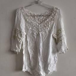 Blusa branca praia