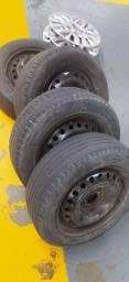 Aro 15 com pneus e calotas