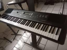 Teclado Yamaha 6 oitavas, super novo. Troco por teclado 5 oitavas.