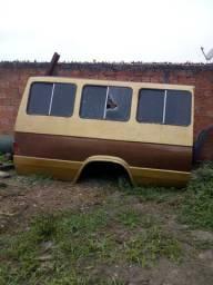 Vendo bancos de microônibus e carroceria furglaine