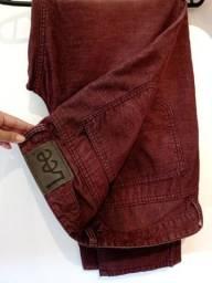 Calça jeans cor vinho marca Lee tamanho 46