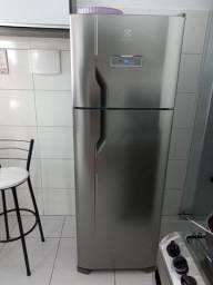 Título do anúncio: Geladeira/Refrigerador Frost Free cor Inox 310L Electrolux (TF39S)