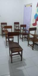 Vende se cadeiras escolar novas.