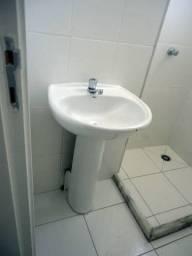 Pia de banheiro com coluna