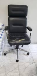 Título do anúncio: 3 cadeiras em couro da Tok Stock usadas