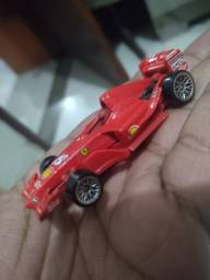 Título do anúncio: miniatura fórmula 1 ferrari f2006 - hot wheels
