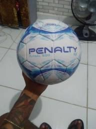 Título do anúncio: Vendo bola futsal usada 1  vez