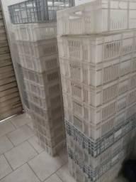 61 Caixas brancas e cinzas vazadas
