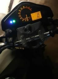 Vendo uma moto cb 300 ano 2015 - 2015