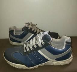 Tênis azul masculino