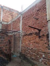 Vende-se uma construção já em andamento