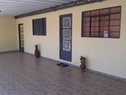 Bela Casa com 3 dormitórios, 1 suite - Jardim Santa Esmeralda