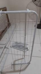 Araras. Balcão com vidro em cima