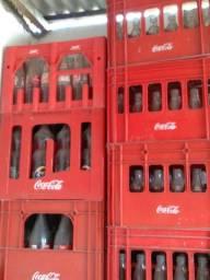 Grades de refrigerante com os vasilhames, barato. Liga *