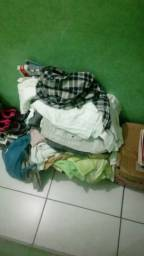 Vendo caixa de roupas variadas