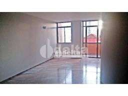 Apartamento com 3 dormitórios para alugar, 200 m² por R$ 1.700,00 - Centro - Uberlândia/MG