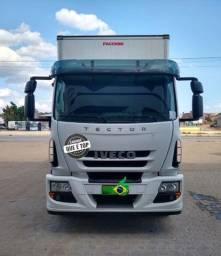 Título do anúncio: Caminhão baú Iveco Tector 2018 Completo