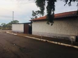 Título do anúncio: Casa com terreno grande de esquina Vila Mutirao