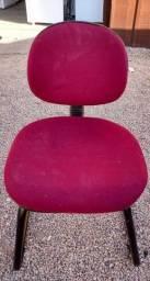 Título do anúncio: Cadeiras de escritório vermelhas, em diferentes modelos, diversas unidades, com frete.