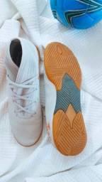 Título do anúncio: Chuteira infantil Adidas