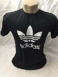 Camiseta lisa básica estampada floral e gola polo