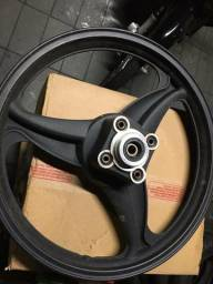 Vendo ou troco roda traseira liga leve (nova )