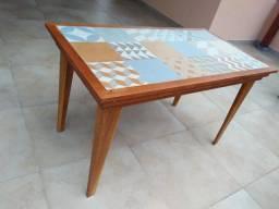 Mesa maciça cumaru e cedro com porcelanato