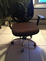 Cadeira executiva ótimo estado