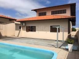 Excelente casa com 04 quartos (sendo 01 suíte) a 600m da praia do Campeche - Florianópolis