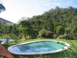 Casa de Campo dentro de uma fazenda, com 3 chalés cercada de muito verde e tranquilidade