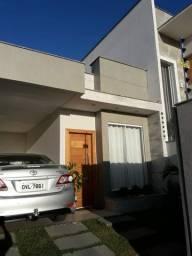 Casa à Venda, ótima localização *LEIA A DESCRIÇÃO*