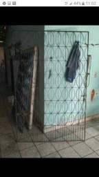Portão de alumínio e grades. R$850