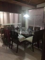 Casa com 3 dormitórios à venda, 250 m² por R$ 700.000,00 - Tubalina - Uberlândia/MG