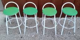 Título do anúncio: Banqueta de ferro branca e estofada verde