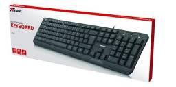 Teclado Com Fio USB Trust  Multimídia Teclado Português Com Ç Preto