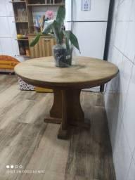 Título do anúncio: Mesa madeira maciça super conservada e pesada