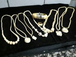 Jóias antigas em prata / marfim / coral