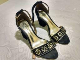 Sapato Feminino Salto Preto e Dourado Neuza Andrade n° 35